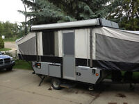 Fleetwood Tent Trailer - Camping memories to be made!