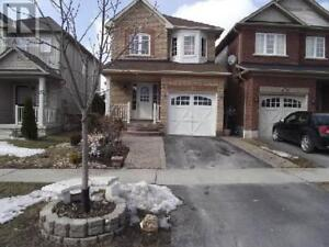 3-bedroom detached house for lease in Whitby, ON