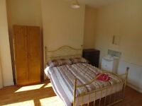 Rooms To Rent ~ 10 Month Lease ~ Free Wifi ~ Double Beds ~ Phone To View Today ~ Close To Queens