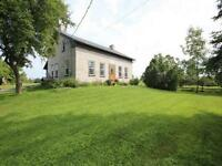 1824 Stone Farmhouse - 15 minutes from Kingston's west end