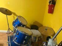 CRANES Drum Kit incl. seating stool.