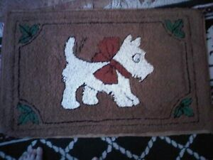 Vintage hooked rug excellent condition