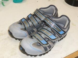Bike Shoes, Womens Pearl izumi, size 41 in new condition