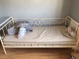 White single day bed
