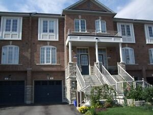 Gorgeous 3 Bed Townhouse in Aurora, Bayview/Wellington