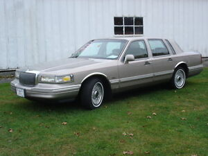 Lincoln Town Car Sedan 1995 first hand owner factory paint
