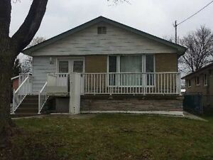 3+1 BEDROOMS BUNGALOW FOR LEASE ALBION RD / KIPLING AVE
