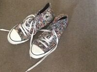 Converse Hi top trainers boots shoes size 7 (41)