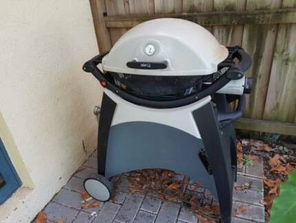 Weber Q Medium Size With Trolley and Cover - Natural Gas
