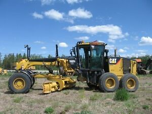 LIKE NEW CAT GRADER FOR SALE