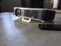 Brand newTOP RANGE POCKET PROJECTOR QUMI Q8 worlds first Pocket FHD LED home Cinema
