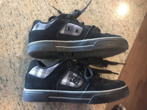 New size 13 DC shoes