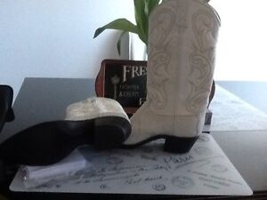 New Women's Western boots size 8