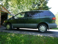 2000 Toyota Sienna CE  Well Maintained, Low Km
