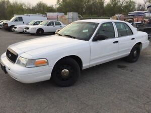 2011 Ford Crown Victoria ** CERTIFIED**