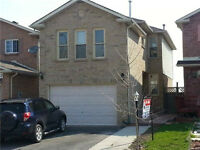 Large, 3 bedroom home in Pickering!