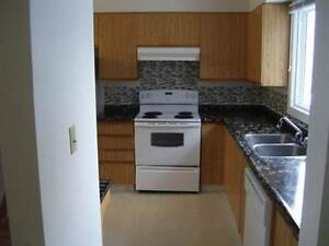 End Unit in Millwoods!!!!
