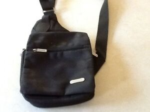 Traveling black travelling bag with shoulder strap Carindale Brisbane South East Preview