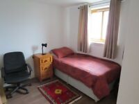 Single room to let in 2 bed flat in Maryhill.