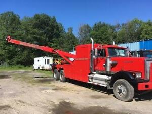 Heavy wrecker tow truck with nrc rotator