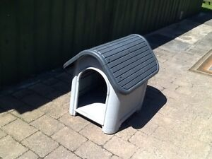 Medium size dog kennel Noble Park Greater Dandenong Preview