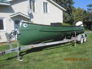 CANOT FREIGHTER 24 PIED MOTEUR 140 HP
