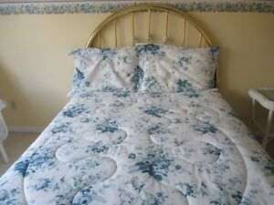 Queen Size 4 Piece -   Duvet With Two  Shams & Bedskirt