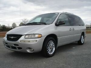 2000 CHRYSLER TOWN & COUNTRY LIMITED $3500 MUST SELL!!