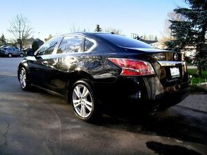 2015 Nissan Altima 3.5 SL with remote start GPS top of the line