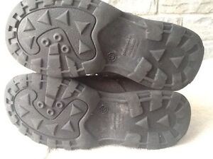 Airwalk shoes /  boots with velcro barely worn.  Stratford Kitchener Area image 2