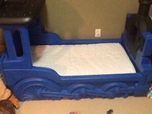 Toddlers Thomas bed