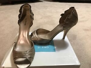 Like New Ladies Shoes Size 10