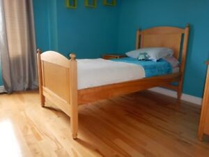 Set de chambre en bois massif (lit simple + lit gigogne)
