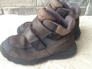 Airwalk shoes /  boots with velcro barely worn.  Stratford Kitchener Area image 1