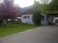 2 bedroom bungalow close to everything in Sicamous