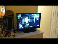 """EMERSON 39"""" INCH LCD FLAT SCREEN TV WITH STAND AND WALL MOUNT"""