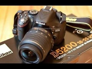 LIKE NEW Nikon D5200 + Lens, Battery, Charger, Case +2 SD CARDS
