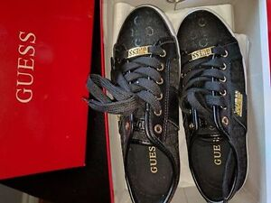 New in  Box size 6 Guess sneakers
