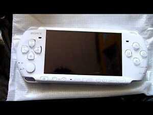 Comme neuf PSP 3000 + 17 jeux