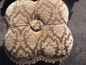 Ottoman. Great condition  Peterborough Peterborough Area image 1