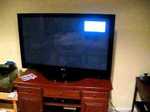 42 inch RCA LCD HDTV with remote