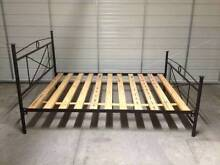 Metal frame Queen size bed Sutherland Sutherland Area Preview