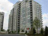 Luxury 2 Bedroom + Den in the Heart of Thornhill
