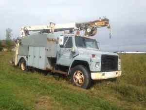 Camion inter avec grue/nacelle