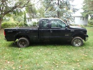 2006 Ford F-250 XLT DIESEL 4X4 !!!!! LOW KMS!!