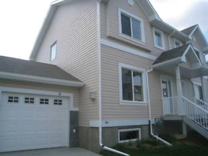 Beautiful Duplex for Rent in Silverberry!