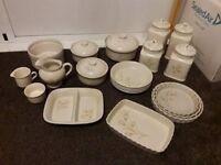 Vintage 20 piece crockery set