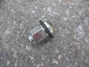 (16) Honda / Acura Lug nuts with retaining ring for wheel cover