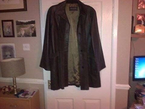 Woodland Soft Brown leather and suede long line jacket s.16 NEVER BEEN WORN post incin Shefford, BedfordshireGumtree - GENUINE Ladies leather and suede long line jacket s.16 by woodland, has no tags but has never been worn,pay on collection pls OR postage inc these jackets sell for a lot more