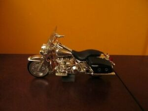 Harley Davidson 2004 Road King Classic silver edition 1:10